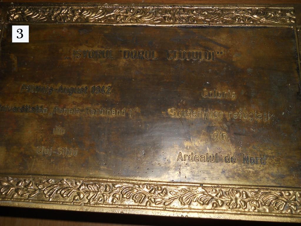 """Fig.3 – Placa """"Izvorul Dorul Clujului"""", aflată azi la Cluj, în Muzeul U.B.B."""