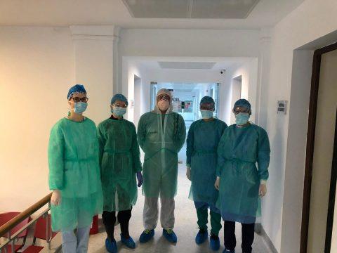 Spitalul Clinic Județean de Urgență Cluj-Napoca a organizat, în contextul COVID-19, un centru destinat urgențelor stomatologice (infecții, dureri puternice, hemoragii), localizat pe strada Avram Iancu, nr. 31. Centrul funcționează de o săptămână și deja 190 pacienți au fost beneficiat de servicii de urgență stomatologică.