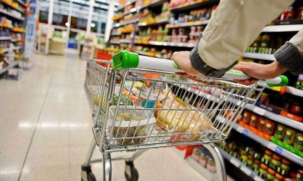 Un șofer clujean a intrat cu masina supermarket Profi din Florești