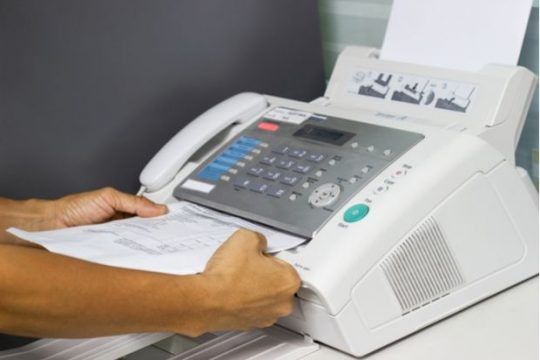 Emil Boc: De luni voi desființa faxul în primărie, nu mai există instituția faxului