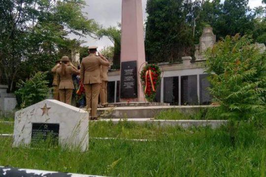 CIRC LA TURDA. Au încurcat cimitirele și au dat onorul soldaților ruși, nu celor români VIDEO