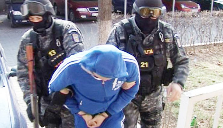 """6 arestări în dosarul """"Proxenți la Dej"""". Cați bani Au făcut """"peștii"""" de pe spatele fetelor scoase la produs"""