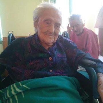 S-a stins Tanti Mitzi, cea mai vârstnică femeie din Gherla, în iunie ar fi împlinit 108 ani