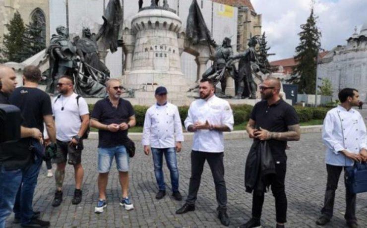 Bucătarii au protestat în centrul Clujului! Cer să fie lăsați să lucreze