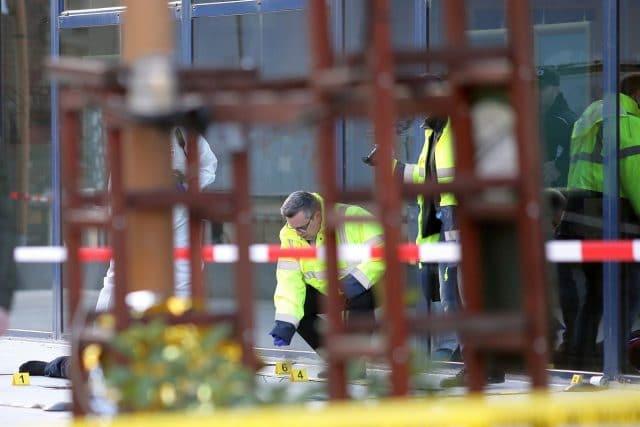 Un bărbat în sevraj s-a aruncat de la geamul salonului în care era internat. A murit pe loc
