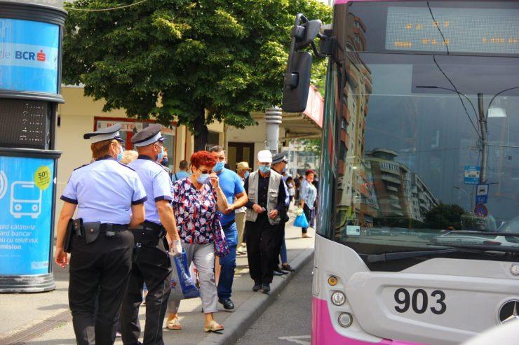 Acțiune a polițiștilor clujeni în stațiile CTP și în autobuze, pentru a se asigura că lumea e precaută: 19 cetățeni, depistați fără mască