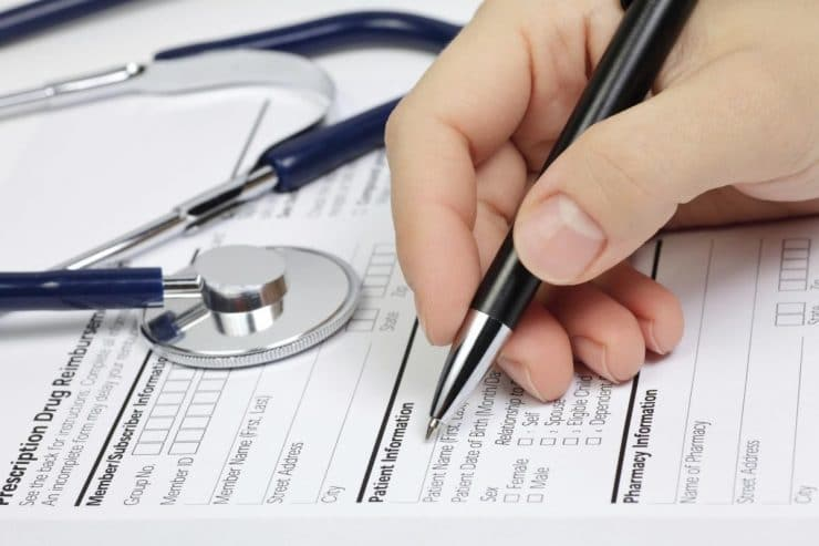 Românii în şomaj tehnic, refuzaţi de medici. Apar ca fiind neasigurați