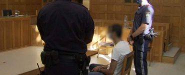 O româncă a primit 50.000 de euro de la iubit, în Austria, apoi l-a părăsit. Bărbatul a prins-o și a stropit-o cu benzină