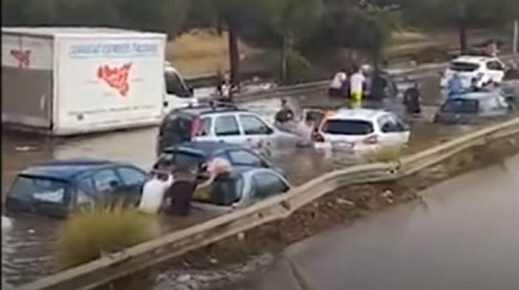 Inundații la Palermo, după cea mai mare ploaie din istoria orașului. Doi oameni au murit VIDEO