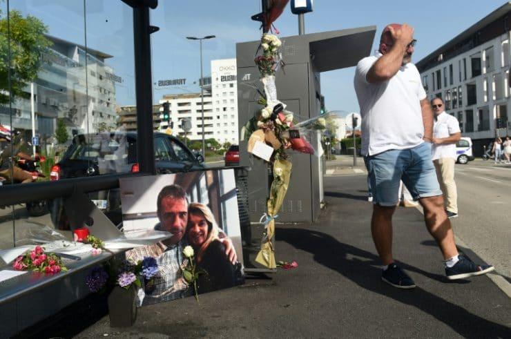 Franța. Șofer de autobuz decedat, după ce a fost atacat de trei tineri, cărora le ceruse să poarte măști de protecție