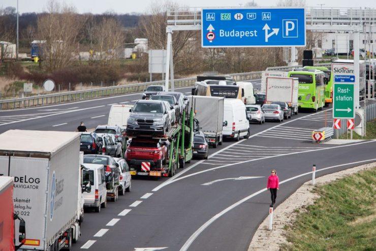 Toți cei care vin din România (români sau maghiari) sunt plasați în carantină la intrarea în Ungaria