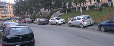 O nouă lege intră în vigoare. Mașinile parcate pe trotuar vor putea fi ridicate