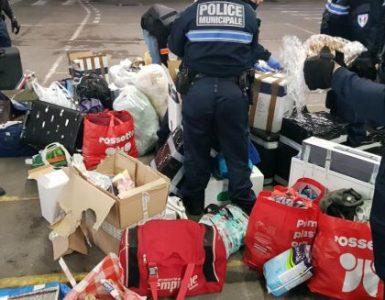 Pachete din România și Republica Moldova verificate în Franța. Produsele au fost aruncate la gunoi de polițiștii francezi