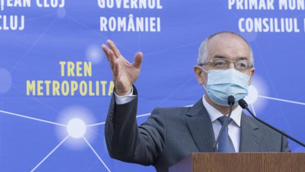Emil Boc, acuză Guvernul că încalcă legea prin transferul cheltuielilor cu transportul elevilor